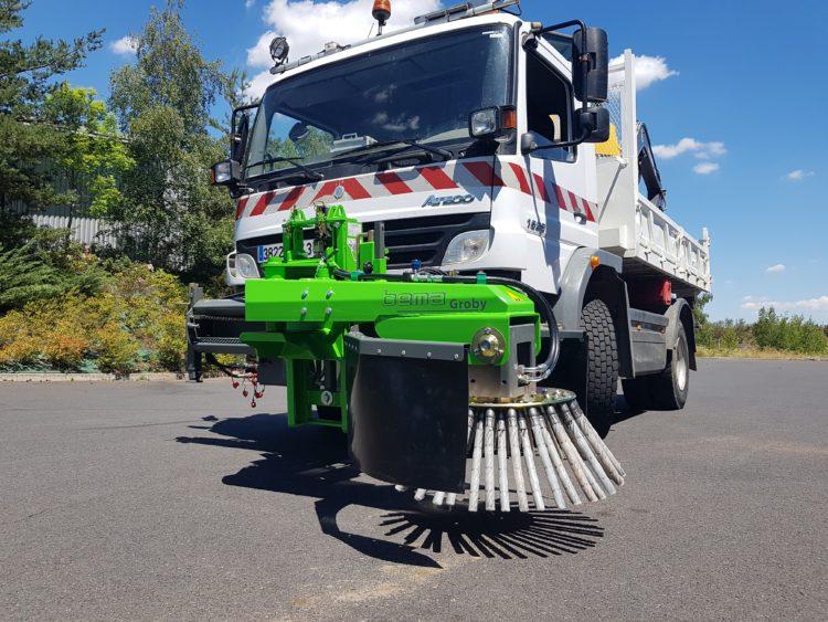 Brosse de désherbage pour camions